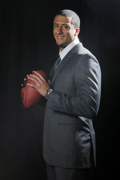 Colin Kaepernick. Isn't he handsome? And from what I heard, he's an aficionado of sistahs. #wellplayed
