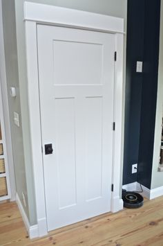 Choosing door hardware for a farmhouse – NewlyWoodwards Schlage andover knobs with addison rose- knobs for white doors Craftsman Interior Doors, Shaker Interior Doors, White Interior Doors, Interior Door Styles, Interior Door Knobs, Shaker Doors, White Doors, Home Interior, 3 Panel Interior Doors