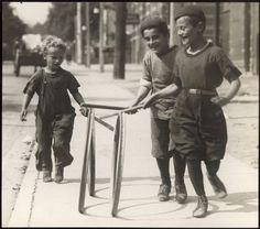 Toronto 1920s... Kids  on Chestnut St. in 1922.