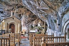 *CAPILLA DE COVADONGA,SPAIN~ Stresses the Holy Cave where the Chapel Sagrario image of the Virgin of Covadonga +the tomb of King Don Pelayo.According to tradition,this place would have taken refuge King Pelayo+his men during the Battle of Covadonga. Cave, Battle, Spain, Prom, King, Traditional, House Styles, Places, Decor