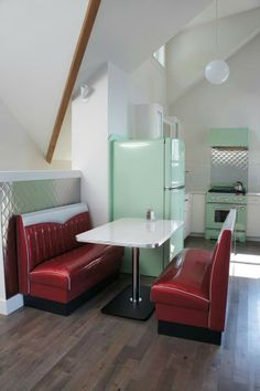 Amazing 50s style kitchen