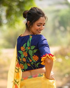 Blouse Back Neck Designs, Fancy Blouse Designs, Sari Blouse Designs, Bridal Blouse Designs, Fabric Paint Designs, Simple Sarees, Saree Look, Beautiful Blouses, Kutch Work
