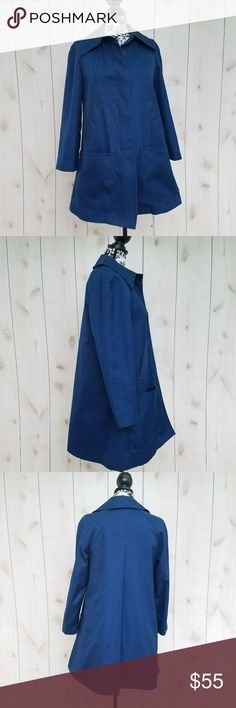"""London Fog navy blue coat Excellent pre owned condition coat  By London Fog  Size medium  Full plush lining that can be removed  Pockets in front  Buttons down front   100% acrilian acrylic   Back 100% polyester   Shell 65% dacron polyester  35% combo cotton  Pit to pit 19""""  Length 36"""" London Fog Jackets & Coats Trench Coats"""