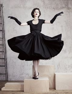 Marion Cotillard in Dior. Classic style