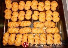 koulourakia me gefsi tsourekaki - Frappetime Greek Sweets, Greek Desserts, Greek Recipes, Sweets Recipes, Easter Recipes, Cooking Recipes, Greek Easter Bread, Greek Cookies, Greek Pastries