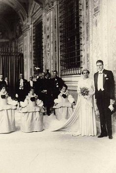 Infanta Beatriz of Spain's wedding at the Vatican in 1935 Don't they look happy? Royal Wedding Gowns, Royal Weddings, Celebrity Wedding Photos, Celebrity Weddings, Adele, Spain History, Wedding Bible, Royal Families Of Europe, Royal Photography