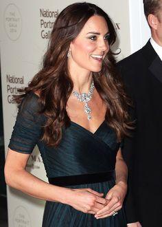 La Duquesa de Cambridge añade brillo a una noche de gala con el collar de diamantes de la reina Isabel