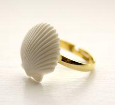Ocean Foam vintage seashell ring