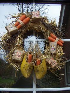 Geweldig idee, een Sint krans aan de deur om de Goedheiligman stijlvol te begroeten. Onze kransen lenen zich er perfect voor!