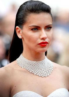 Adriana Lima paired her stunning classic diamond studs with some beautiful red lips. Love this look 😍⠀ ⠀… Adriana Lima, Kardashian, Copper Eyeshadow, Celebrity Jewelry, Brazilian Models, Mode Outfits, Woman Face, Sensual, Malta