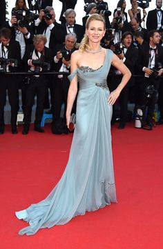Naomi Watts is a breath of fresh air in this romantic, Grecian Marchesa gown!
