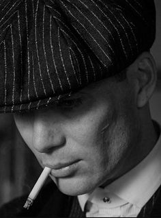 Cillian Murphy as Thomas Shelby in Peaky Blinders 💙 Peaky Blinders Poster, Peaky Blinders Wallpaper, Peaky Blinders Thomas, Cillian Murphy Peaky Blinders, Peaky Blinders Tommy Shelby, Cillian Murphy Tommy Shelby, Art Psychology, Red Right Hand, Boardwalk Empire