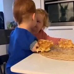 Cute Funny Baby Videos, Crazy Funny Videos, Cute Funny Babies, Funny Videos For Kids, Funny Cute, Funny Kids, Daughter Love Quotes, Cute Love Stories, Feel Good Videos
