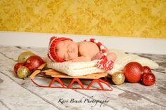 Newborn baby studio session. Newborn inspiration for baby pictures with hand made hats. Holiday or Christmas newborn inspiration. Picture ideas for your newborn baby at Christmas time. Image by Kari Bruck Photography