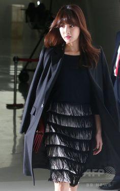 韓国・ソウルの東大門デザインプラザ Dongdaemun Design Plaza 동대문디자인플라자 (DDP) で開催された「2015春夏ソウル・ファッションウィーク(Seoul Fashion Week)」で行われた、ファッションブランド「MAG&LOGAN」のコレクションに出席した、女優のカン・ソラ(Kang So-Ra、2014年10月19日撮影)。(c)STARNEWS ▼25Oct2014AFP|ソウルファッションウィーク、「MAG&LOGAN」が春夏コレクションを披露 http://www.afpbb.com/articles/-/3029468 #강소라 #姜素拉 #Kang_So_ra