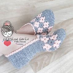 Best 12 Good morning and We woke up in the rainy morning bir Brewed tea like mis Crochet Slipper Boots, Crochet Baby Boots, Crochet Slippers, Crochet Clothes, Baby Knitting Patterns, Crochet Patterns, Crochet Slipper Pattern, Knitting Socks, Crochet Projects