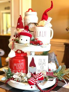 Here shows examples of some amazing rustic Christmas kitchen designs with natural nuances Farmhouse Christmas Decor, Rustic Christmas, Christmas Home, Christmas Crafts, Christmas Ornaments, Christmas Displays, Christmas Ideas, All Things Christmas, Decorating For Christmas