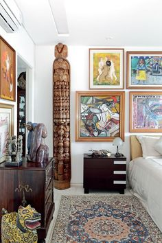 loveisspeed.......: More than 600 works of art. And it is not museum...This is artistic expression that highlights the achievements of residents of this apartment in Recife, but the eclectic collection is also formed by African masks, pieces of folk art from Asia and Latin America, classic furniture, small Laliques, tureens and cutlery old plus paintings by artists such as Teresa Costa Rego and Cicero Dias. Accommodate this exuberance of objects required a project with a high degree of…