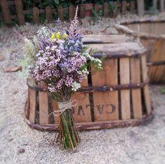 Ramo de novia estilo silvestre de Flores en el columpio