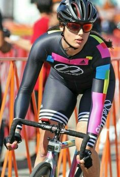 As a beginner mountain cyclist, it is quite natural for you to get a bit overloaded with all the mtb devices that you see in a bike shop or shop. There are numerous types of mountain bike accessori… Road Bike Women, Bicycle Women, Bicycle Girl, Cycling Girls, Cycling Wear, Cycling Outfit, Triathlon, Modelos Fitness, Radler