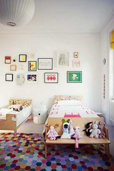 Groter bed en kleiner bed Gedeelde kinderkamer ideeën