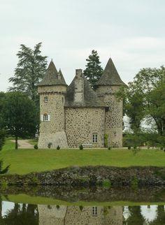 Sourniac (15. Cantal) - Castle / Schloss / Château