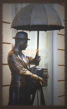 Памятник фотографу в Санкт-Петербурге, малая садовая дом 3