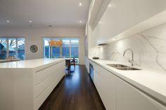 White modern kitchen with marble splashback Modern Kitchen Cabinets, Modern Kitchen Design, Kitchen Interior, Kitchen Wood, Dark Timber Flooring, Home Kitchens, New Homes, House Design, House Styles