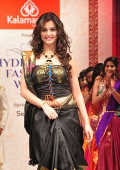 Kriti Kharbanda Kirti Kharbanda, Navel Hot, India Beauty, Bollywood Actress, Indian Actresses, Sari, Wonder Woman, Glamour, Formal Dresses