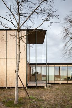 This holiday house is located in Belgium and was built using low cost materials (plywood, metal, concrete) and being inspired by Japan. Lots of windows, glass walls and folding doors connect the in… Japanese Buildings, Modern Japanese Architecture, Facade Architecture, Residential Architecture, Contemporary Buildings, Sustainable Architecture, Weekend House, Modern House Design, Villa