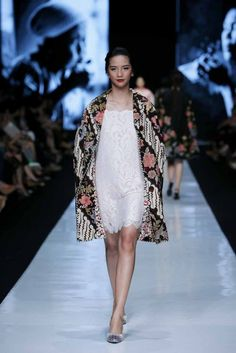 http://www.fashionwindows.net/2013/10/jakarta-fashion-week-2014-edward-hutabarat-part-2/#jp-carousel-106436 - another edward hutabarat design