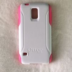 Otter Box Commuter Otter Box commuter case, fits a Galaxy S5. In good condition, only used for a couple months. Pink and White. Reasonable offers are welcome! OtterBox Accessories Phone Cases