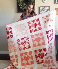 15 lovely heart quilt patterns [friday favorites] (A Little Bit Biased) Star Quilt Blocks, Star Quilts, Quilt Baby, Patchwork Quilting, Scrappy Quilts, Heart Quilt Pattern, Quilt Patterns, Diy Craft Projects, Two Color Quilts