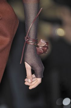 Salvatore Ferragamo Fall 2009 Runway Pictures - Salvatore Ferragamo at Milan Fashion Week Fall 2009 – Details Runway Photos - Leather Accessories, Leather Jewelry, Fashion Accessories, Gloves Fashion, Fashion Purses, Fashion Shoes, Fashion Details, Look Fashion, Womens Fashion