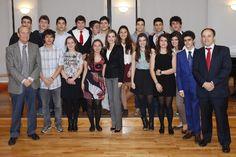 Su Majestad la Reina con un grupo de estudiantes del colegio Ramiro de Maeztu que acudieron como oyentes al acto Residencia de Estudiantes. Madrid, 09.04.2015