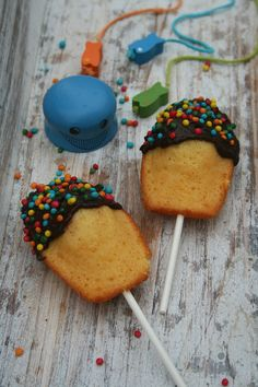 Madeleines pops - Passion culinaire by Minouchka - marissa Cakepops, Party Fiesta, Cupcakes, Food Humor, Cooking With Kids, Food Inspiration, Kids Meals, Sweet Recipes, Cake Decorating