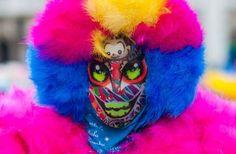 """""""Quem aqui tá de palhaçada?"""" @ Vice    Sobre a cultura dos clóvis/bate-bolas no RJ. Carnaval de rua, Bate bola, Clóvis, Carnaval Secreto, Brasil, Fantasias, Máscaras, Rio de Janeiro, RJ, Cultura Brasileira, Tradição, Tradicional, Brazilian Culture, Secret Carnival, Fogos, Saída da turma"""