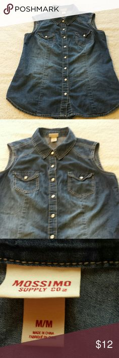"Mossimo Chambray Sleeveless Button Down. Jr. Med. Sleeveless Denim / Chambray ""button"" down top.  The buttons are actually pretty white pearl-like snaps. No holes, stains, pilling, or missing snaps. In very good used condition. Size Medium in Juniors, which will fit a Small or XS Adult. (It's a teen or tween Jr's, not a child's.) Mossimo Supply Co Tops Button Down Shirts"