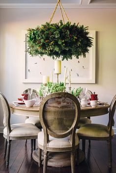 Serve Christmas morning brunch with a festive holiday tablescape and natural hanging wreath DIY