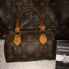 Authentic! Louis Vuitton Mini Speedy satchel bag ✨ 100% authentic. No cracks or holes. Zipper pull leather is broke off(still works fine) and I do have the piece. Louis Vuitton Bags Mini Bags