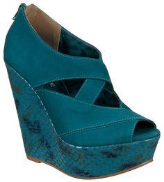 Nós mulheres simplesmente amamos sapatos, mas até aí nenhuma novidade! Novidade mesmo é a nova coleção outono inverno 2012 da Via Marte que vem cheia de