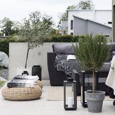 Pinspiration – 90 Stylish Backyard & Garden Waterfalls Source by Outdoor Lounge, Outdoor Spaces, Outdoor Living, Outdoor Decor, Balcony Design, Patio Design, Outside Living, Small Patio, Backyard Patio