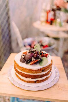 Cake Banane Ki Recipe-The easy cake recipe Featuring (Banana cake) Learn How To Make Cake. Amazing Carrot Cake Recipe, Delicious Cake Recipes, Easy Cake Recipes, Dessert Recipes, Yummy Food, Vegan Recipes, Food Cakes, Low Carb Backen, Vegan Carrot Cakes