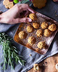 Pipariset juustopallerot | Maku Muffin, Breakfast, Ethnic Recipes, Food, Christmas, Morning Coffee, Xmas, Weihnachten, Muffins