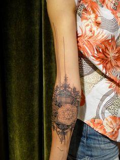 idée de tatouage avant-bras pour femme graphique et abstrait