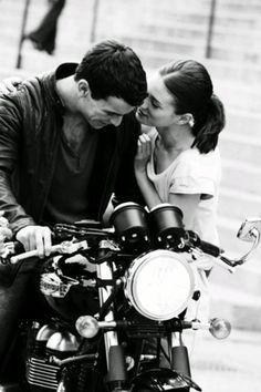 Tres Metros Sobre el Cielo// Three Meters above the sky// one of my absolute favorite films Love Couple, Couple Goals, Couple Photography, White Photography, Motorcycle Couple, Biker Love, Fangirl, Film Serie, Romans