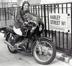elspeth barbe bmw moto rue harley - ride it like you stole it - Lady Biker, Biker Girl, Biker Chick, Bmw R100, R80, Hot Wheels, Bmw R45 Cafe Racer, Bobbers, Harley Street