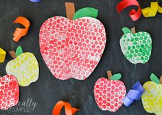 With only a few supplies needed, these bubble wrap painted apples are a fun back to school craft project to make with the kids!