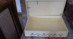 Caixa de Documentos Medidas: 34 cm X 24 cm X 6 cm Técnica: Stencil e decoupage