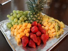 8) Many of the types of fruits typically used in cheese trays are sweet and full of flavor.Some of the commonly used ones include honeydew melon,red and green grapes,strawberries,cantaloupe,kiwi and apples.